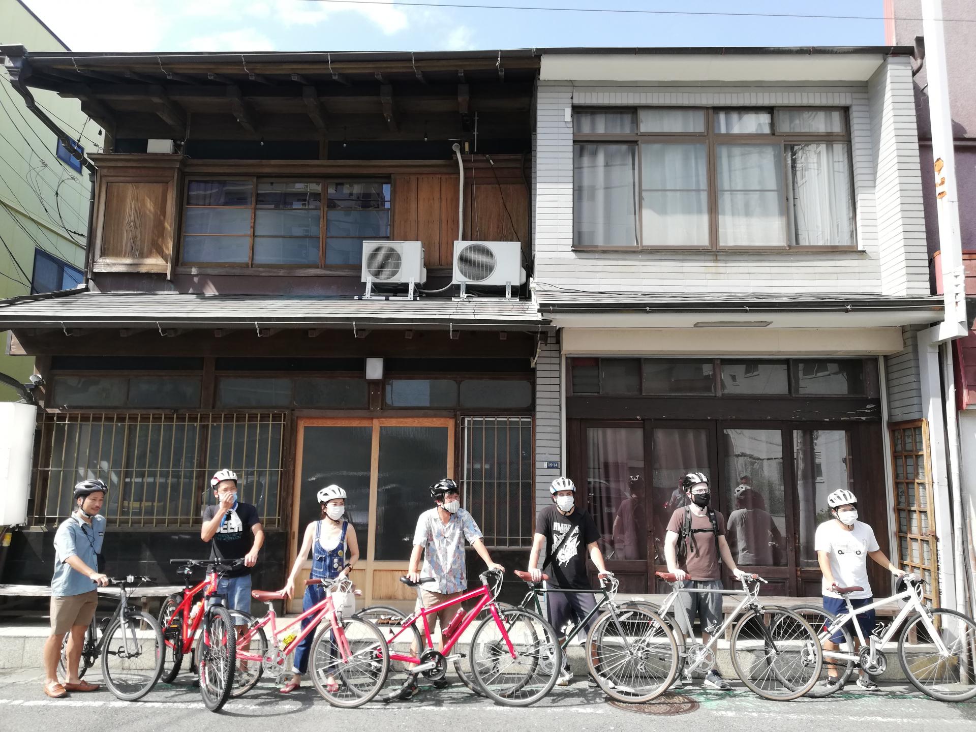1泊のキャンプ&e-マウンテンバイクのアクティビティツアー